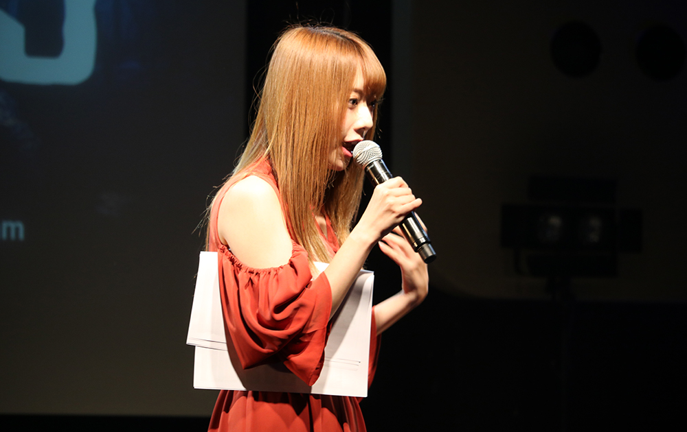 MCを務めるアイドルグループ「バクステ外神田一丁目」のメンバー堀内華央理さん