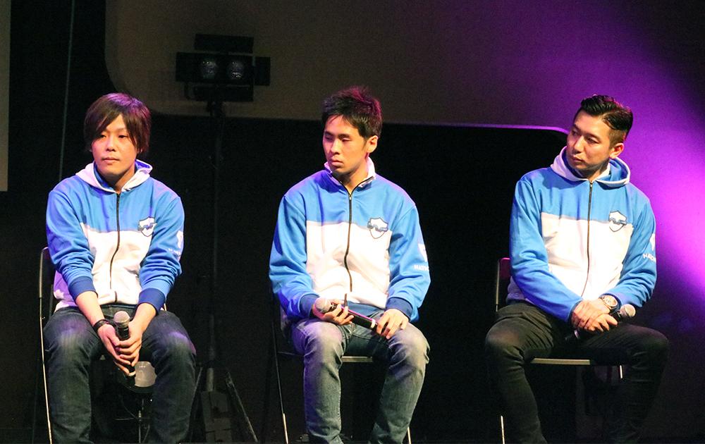 鉄拳プレイヤーのペコス選手、FIFA19プレイヤーのyouxme選手、そしてポーカープレイヤー鈴木拓也選手